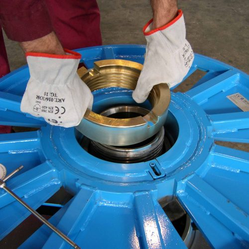 Collapsible reel, locking system removing