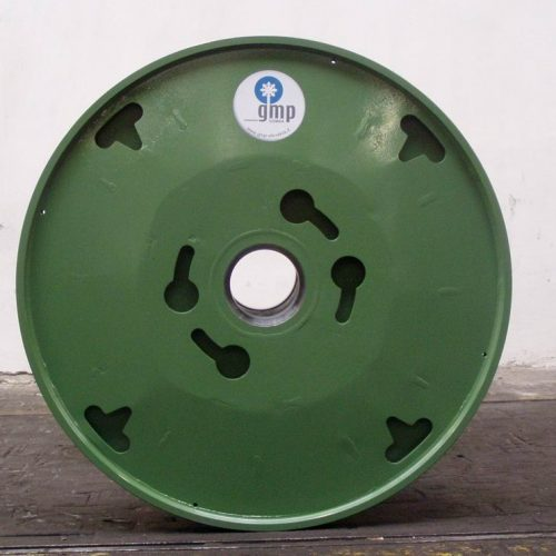Metal wire reel with special driving holes