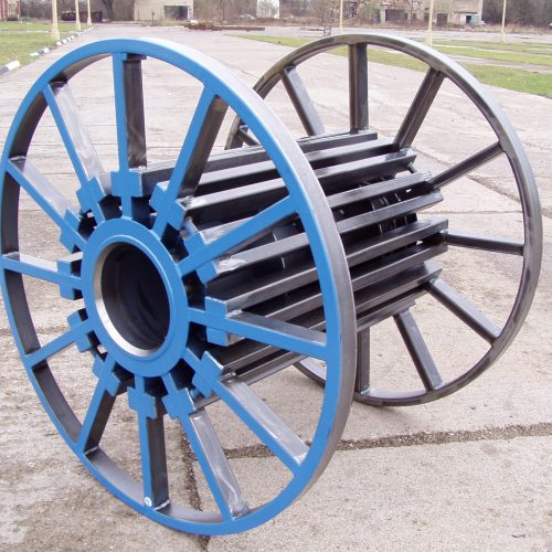 Tubular steel reels with painted flanges